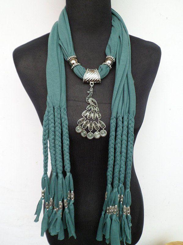http://i01.i.aliimg.com/wsphoto/v0/561408403_1/Peacock-Pendant-Scarves-Christmas-Gift-Scarves-New-Arrival-Unique-Hot-Selling-043.jpg
