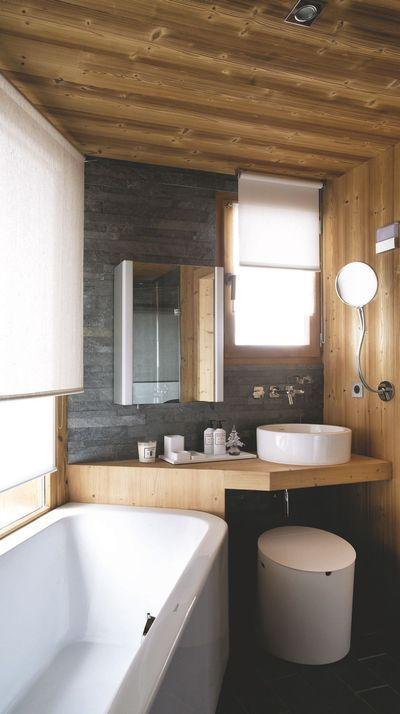 Chalet montagne Courchevel, maison en bois en Savoie Wood bathroom