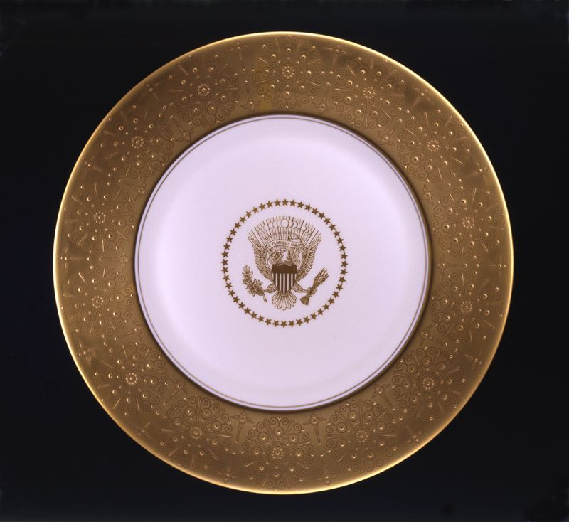Mamie Eisenhower ordered service plates from Castleton China for use with the Truman state china service & Mamie Eisenhower ordered service plates from Castleton China for use ...