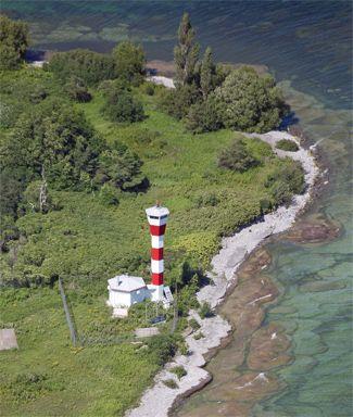 False Ducks Lighthouse, Ontario Canada at Lighthousefriends.com