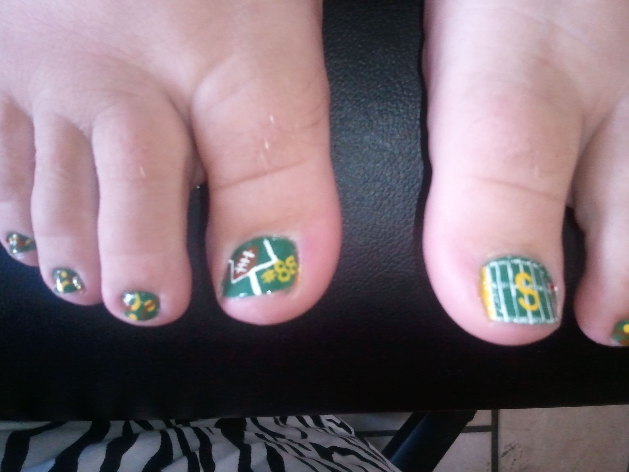 football toes | nail art | Pinterest