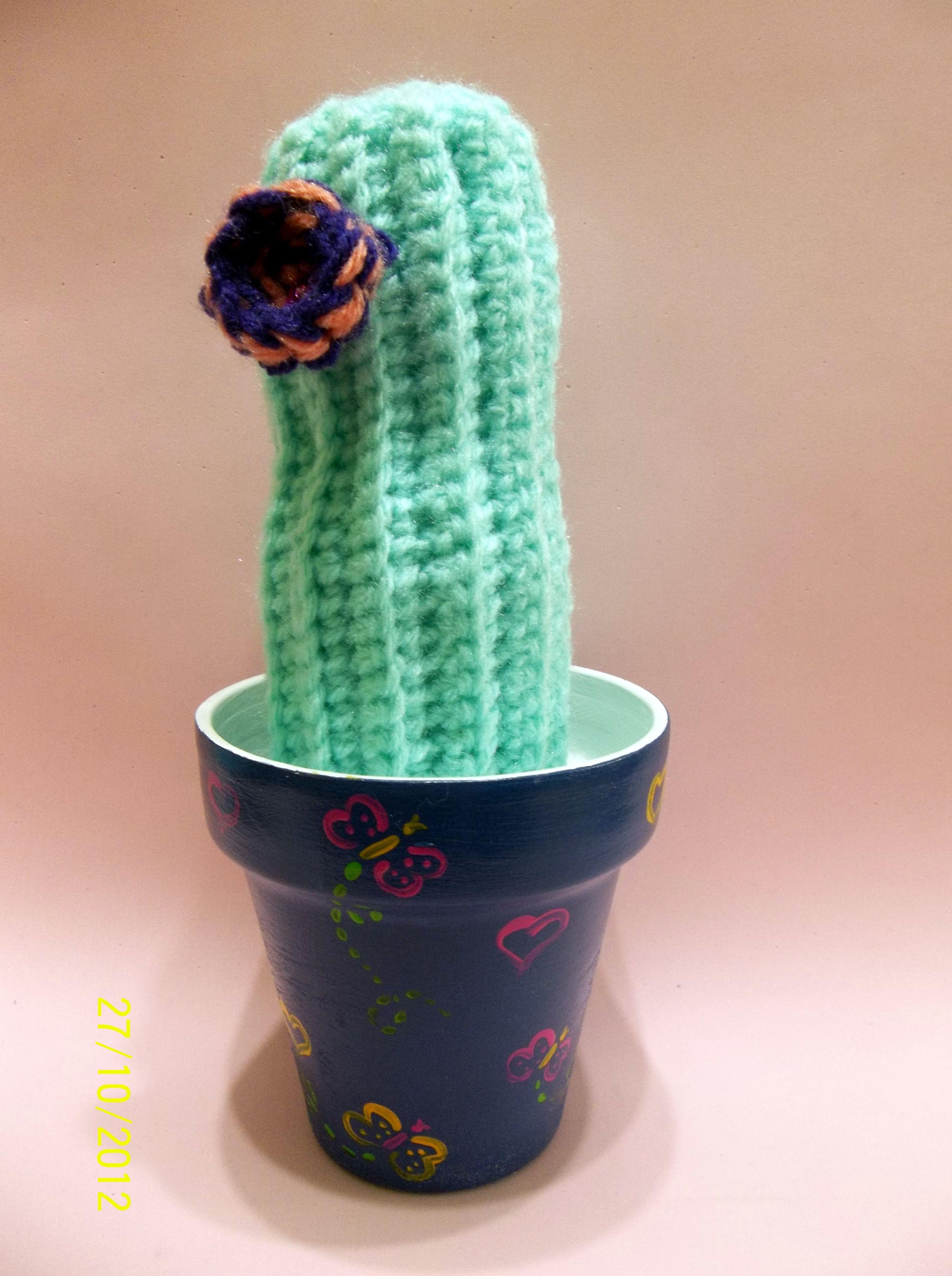 https://www.facebook.com/photo.php?fbid=168879606583711&set=a.168879286583743.40164.157374074400931&type=3&theater Cactus de crochet con maceta intervenida