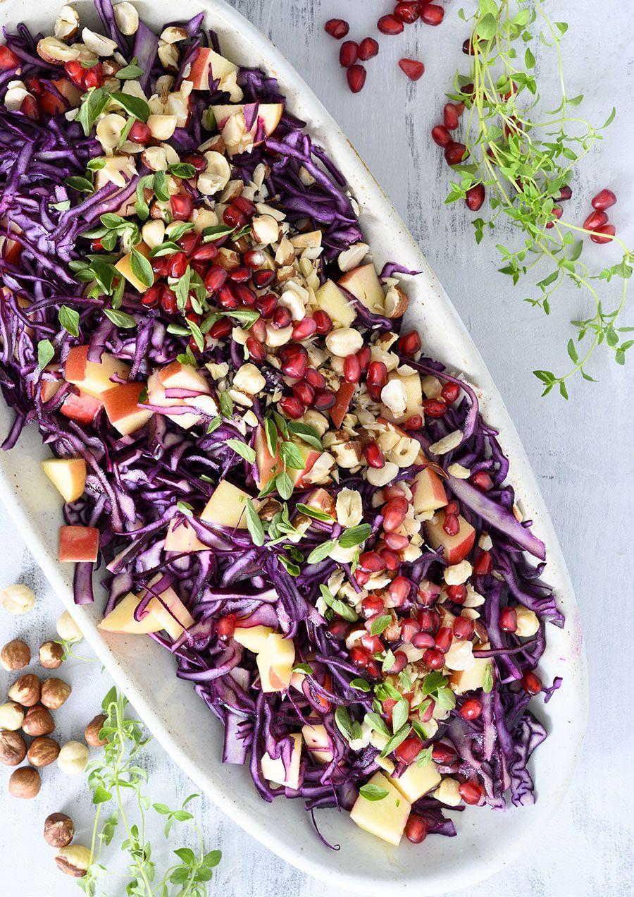 Rødkålssalat med æbler - opskrift på skøn og mættende salat
