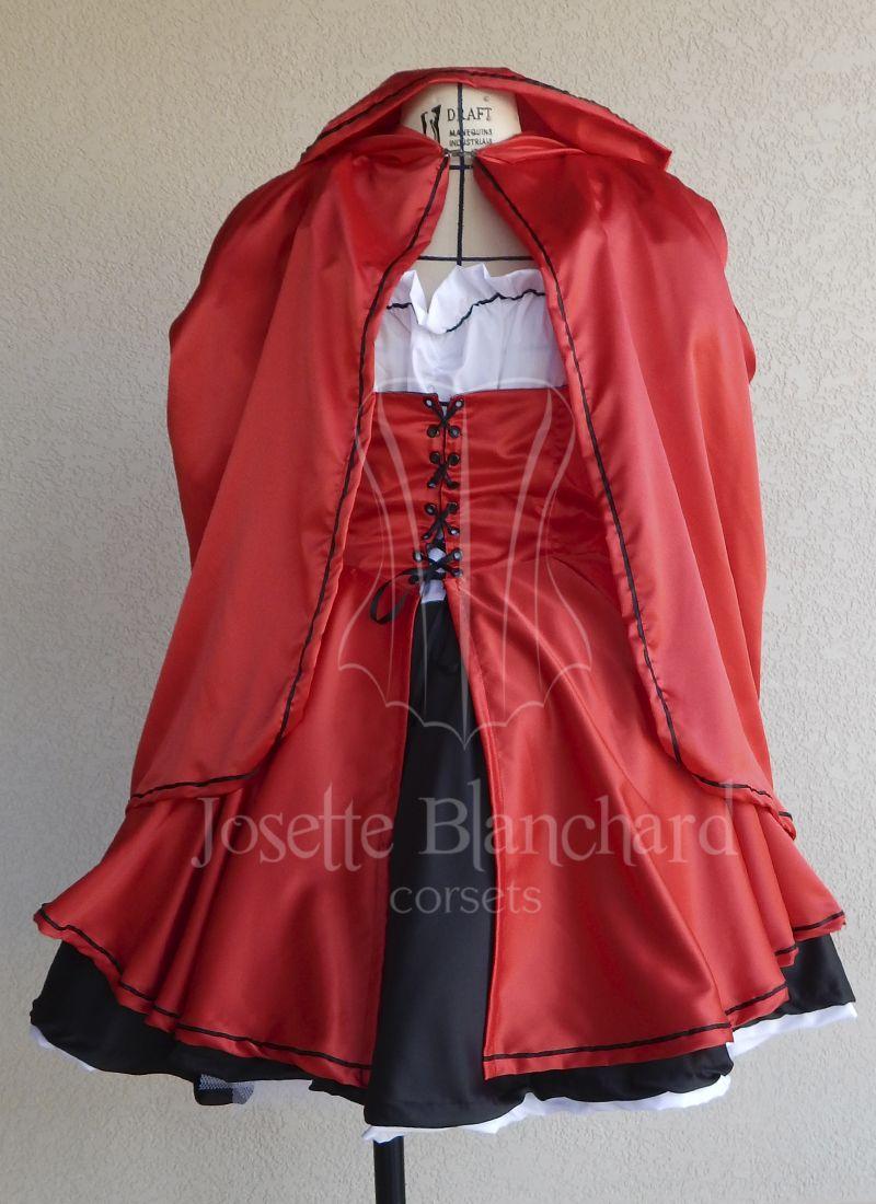 """Fantasia """"Chapeuzinho Vermelho"""" em cetim acetinado e algodão. Peça composta por um vestido de algodão e cetim preto, uma sobre capa com colete, uma armação pequena em tule e um mini manto.  Site: http://www.josetteblanchardcorsets.com/ Facebook: https://www.facebook.com/JosetteBlanchardCorsets/ Email: josetteblanchardcorsets@gmail.com josetteblanchardcorsets@hotmail.com"""
