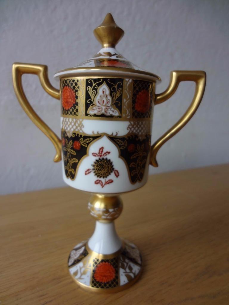 Abbeydale chrysanthemum gold encrusted imari pedestal handled vase abbeydale chrysanthemum gold encrusted imari pedestal handled vase cover in pottery porcelain glass porcelain china royal crown derby reviewsmspy