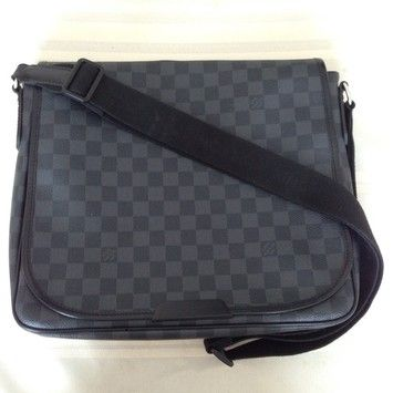 3ebaa9b0c3b3 Louis Vuitton Daniel Mm Damier Graphite Messenger Bag. Get one of the  hottest styles of the season! The Louis Vuitton Daniel Mm Damier Graphite  Messenger ...