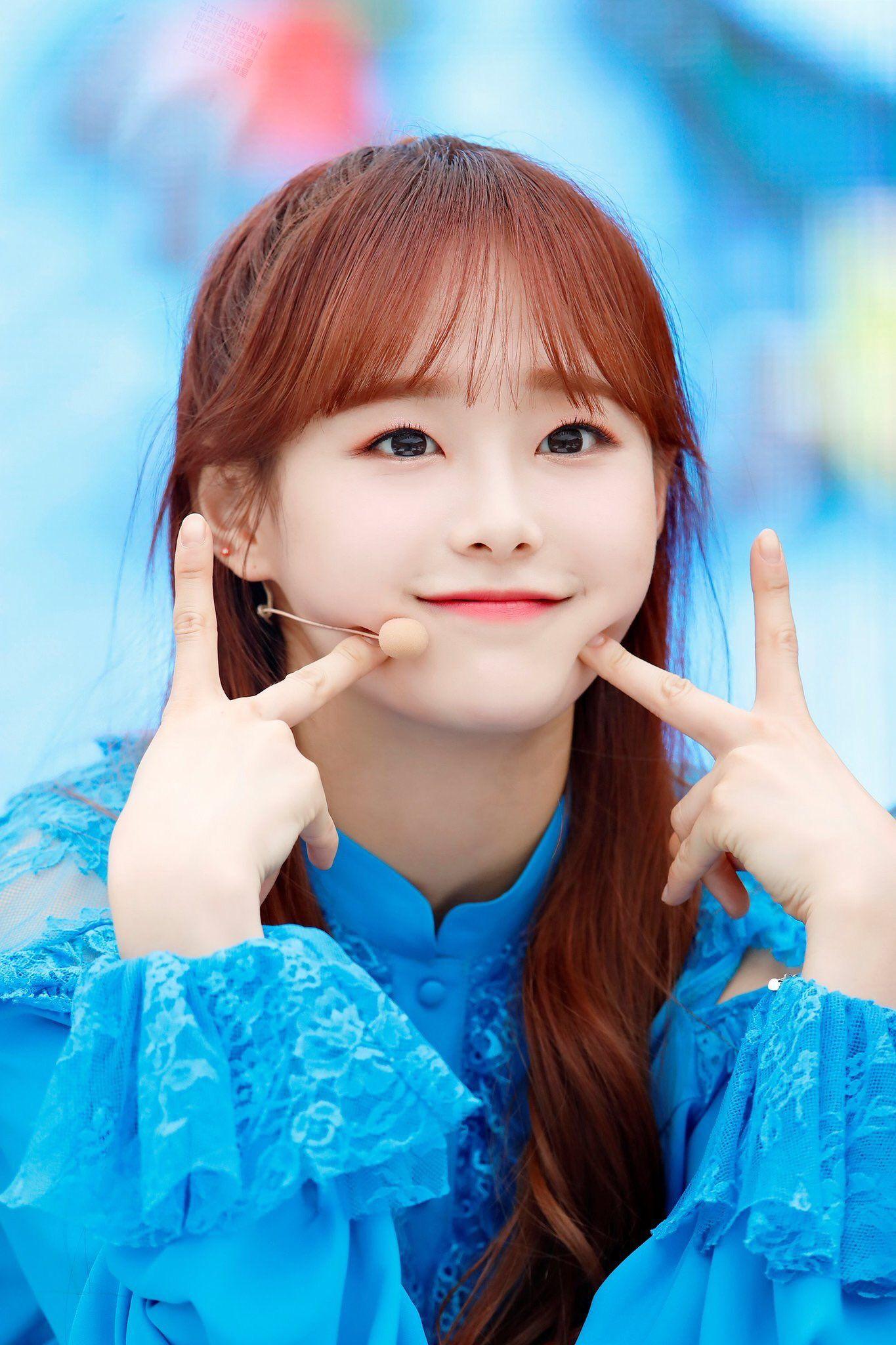 Loona Pics On Twitter Chuu Loona Pics Korean Idol