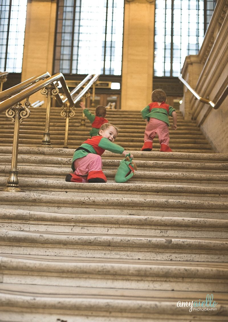 triplets christmas elves at union station chicago amy aiello photography - Chicago Christmas Station