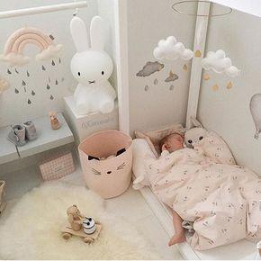 Un adorable petit coin aux couleurs pastels dans la chambre de ...