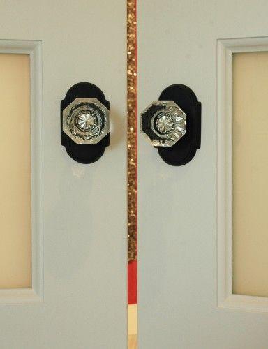 glass door knobs with matte black back plates | Details & creative ...