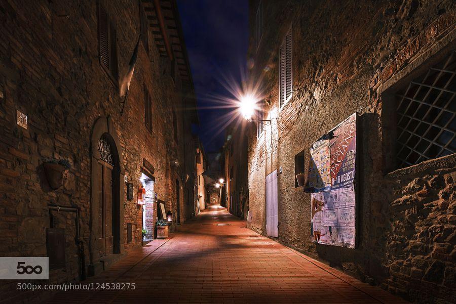 Good night Paciano - Pinned by Mak Khalaf City and Architecture ItalyPacianoUmbriaarchitecturelightlong exposurenightskystarsstreet by Nico54