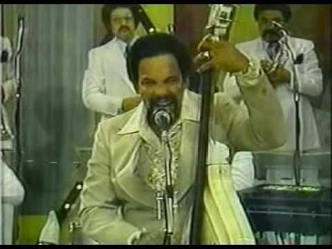Un merenguito sabroso, con el estilo y la gozadera de Oscar De León, en presentación en 1980 en la Tv de Puerto Rico. ¡Saoco!