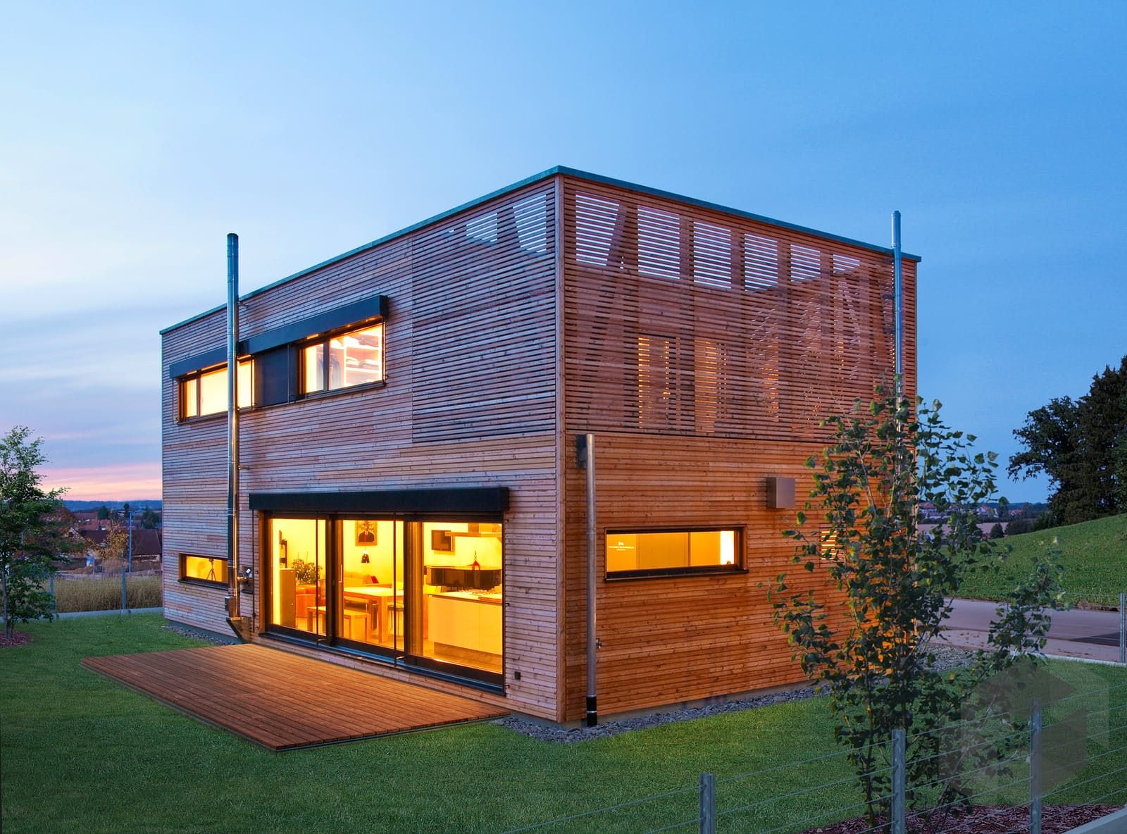 Haus Mit Dachterrasse Bauen finde eine große auswahl an häusern mit dachterrasse beim klicken