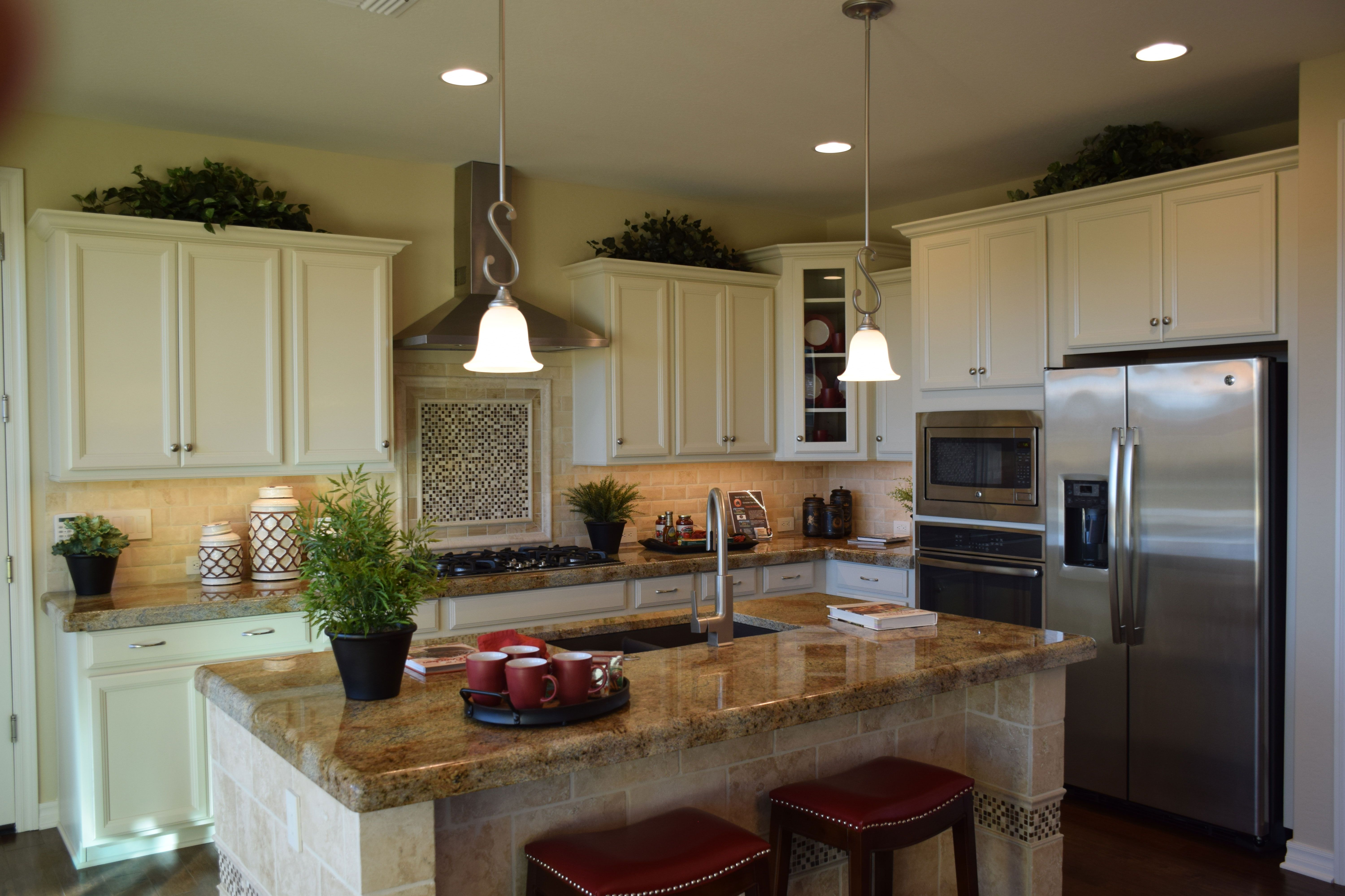 White Cabinets Make A Bright Kitchen Bright Kitchens Kitchen