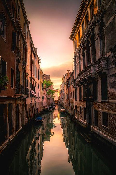 Venise Lisbonne La Normandie Pour Un Weekend En Amoureux En 2020 Voyage Italie Voyager Seul Voyage A Venise