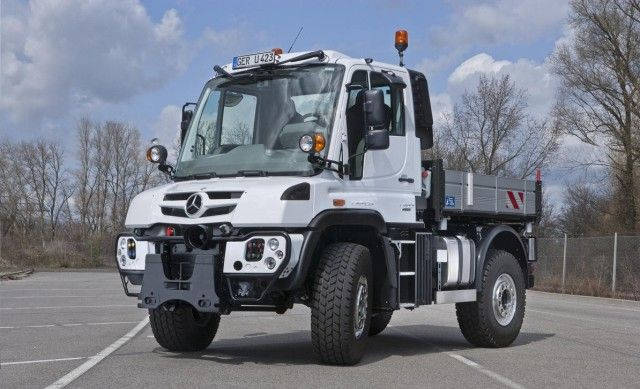 Following the successful introduction of the Euro VI-compliant models of the series Actros, Antos, Arocs, Atego, Mercedes-Benz is now continuing its Euro VI product offensive with the presentation of the new generation of unique...