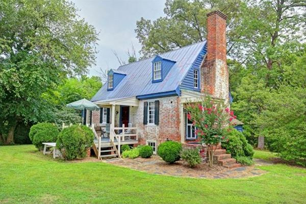 house crush we re swooning over this 1750 colonial gem for sale rh pinterest ie cottages for rent in virginia cottages for sale in virginia mountains