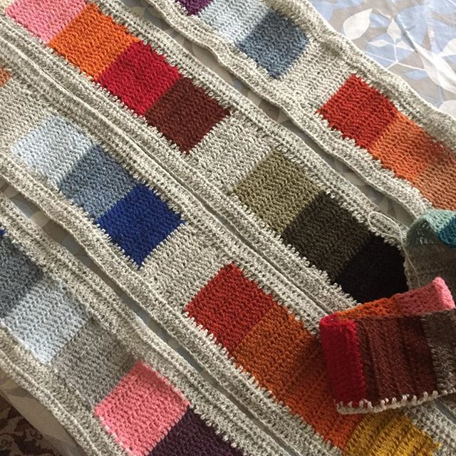 #coloursandsquares #kauni #restetæppe #hækle #søndagshækling #cahalvvejs