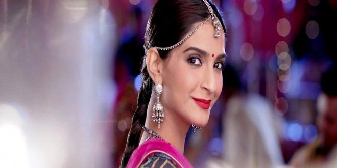Sonam Kapoor Cute Smiling Background Wallpaper Free Download Hd