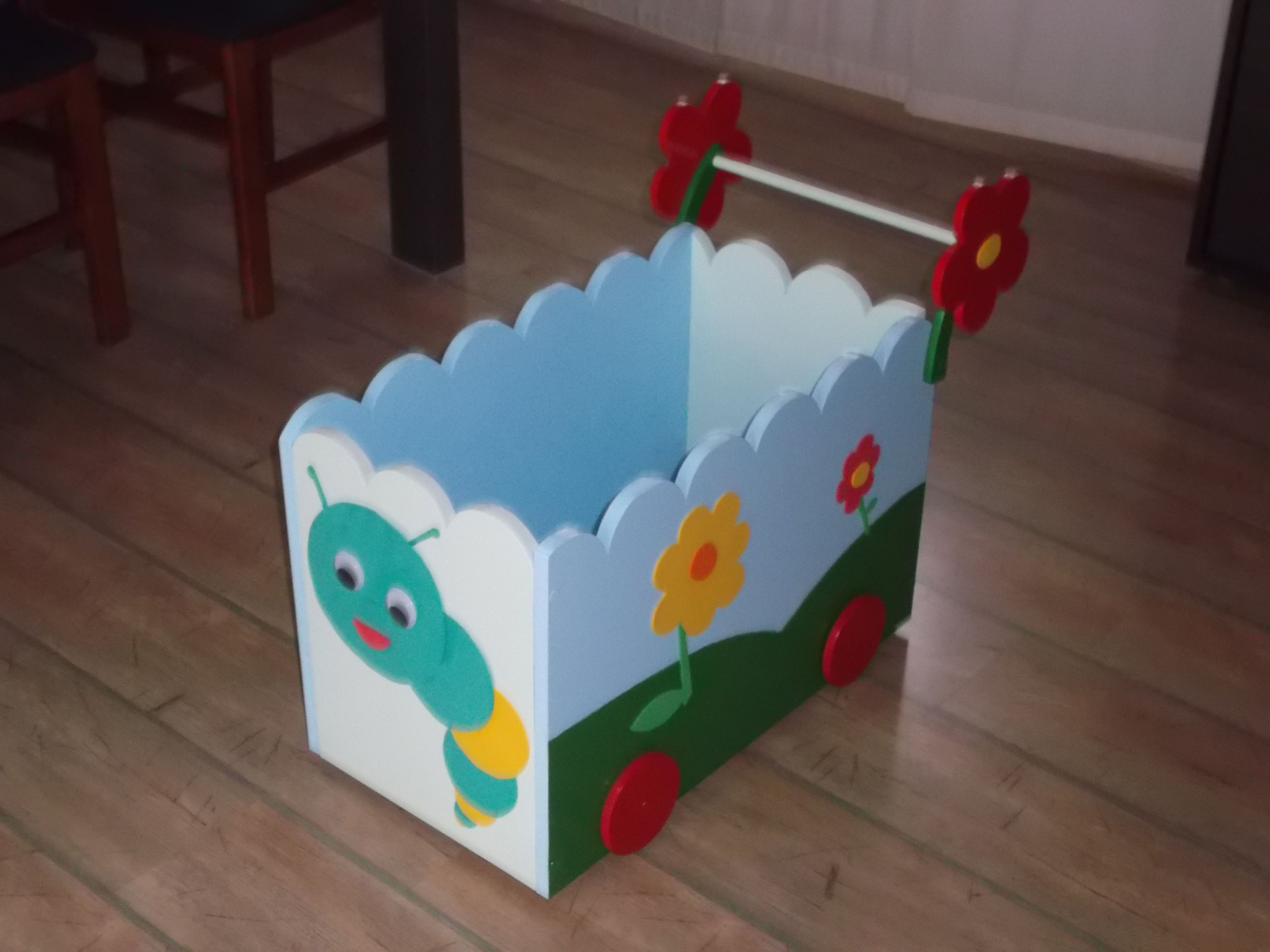 Carrito de madera con ruedas para juguetes decoraci n - Decoracion con ruedas ...
