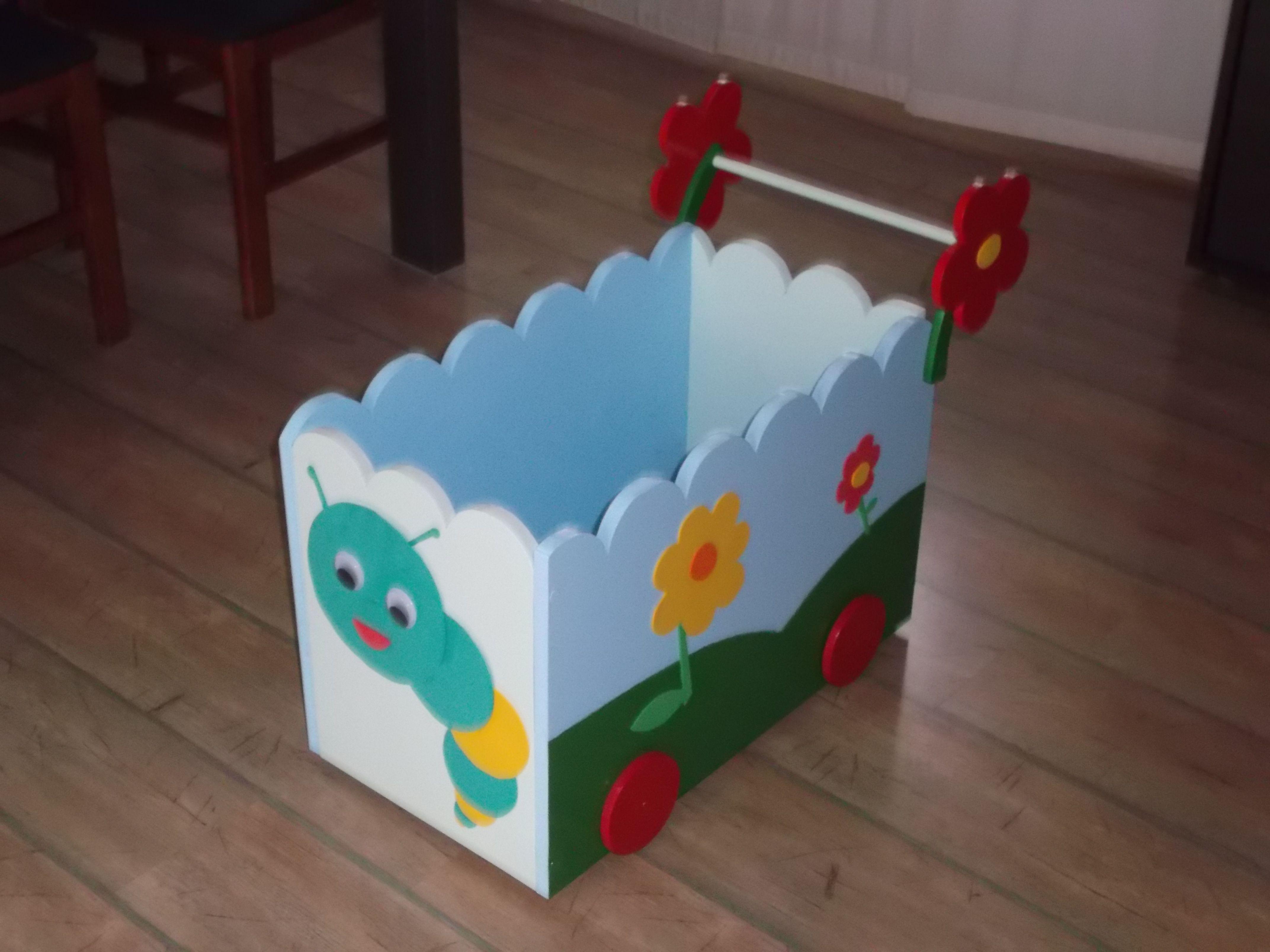 Carrito de madera con ruedas para juguetes decoraci n - Pintura para madera ...