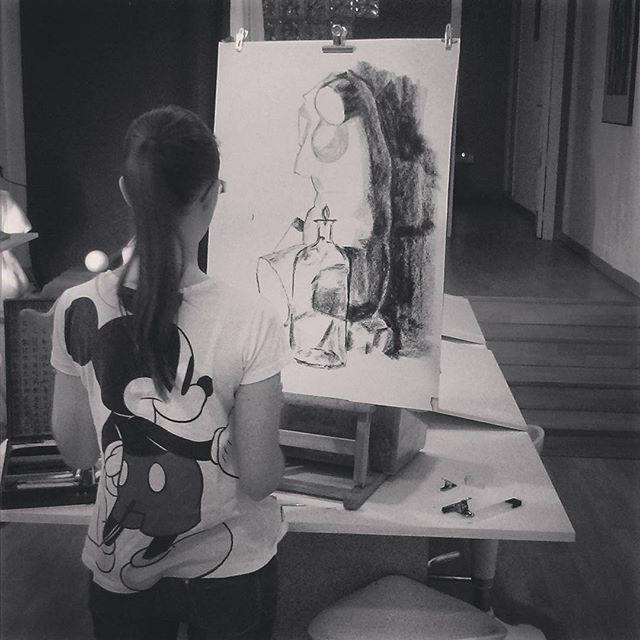 SnapWidget | Nieves, Micky Mouse y una Venus.. #cubogaleriaadultos #art #draw #drawing #dibujo#cuboespaciocreativosalamanca#cuboespaciocreativodibujo #salamanca #cubogaleriaadultos2014 #carboncillo #bodegón