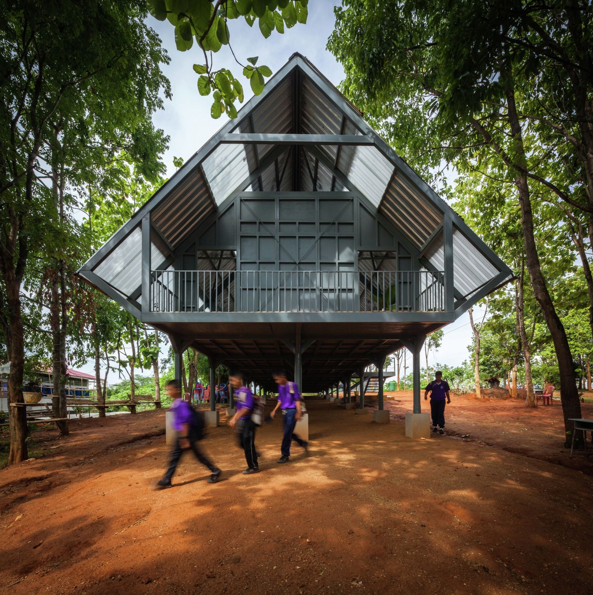 Escuela Post-Desastre Bann Huay San Yaw / Vin Varavarn Architects