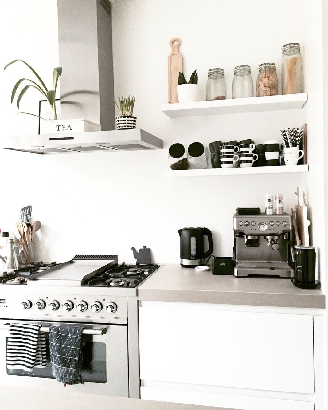 25 Faszinierende Wandregale für die Küche Ideen, die mehr