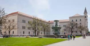 이미지 출처 https://upload.wikimedia.org/wikipedia/commons/9/98/Edificio_principal_de_la_Universidad_Ludwig-Maximilian,_M%C3%BAnich,_Alemania,_2012-04-30,_DD_01.JPG