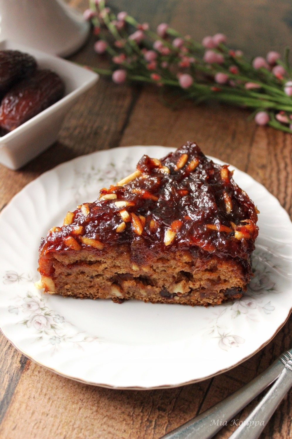 Vegan Date Cake Nhstisimo Glyko Me Xoyrmades Recipe In 2020 Date And Walnut Cake Cake Servings Vegan Cake Recipes