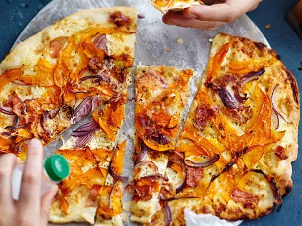 Zum Rezept für Kürbis-Speck-Flammkuchen