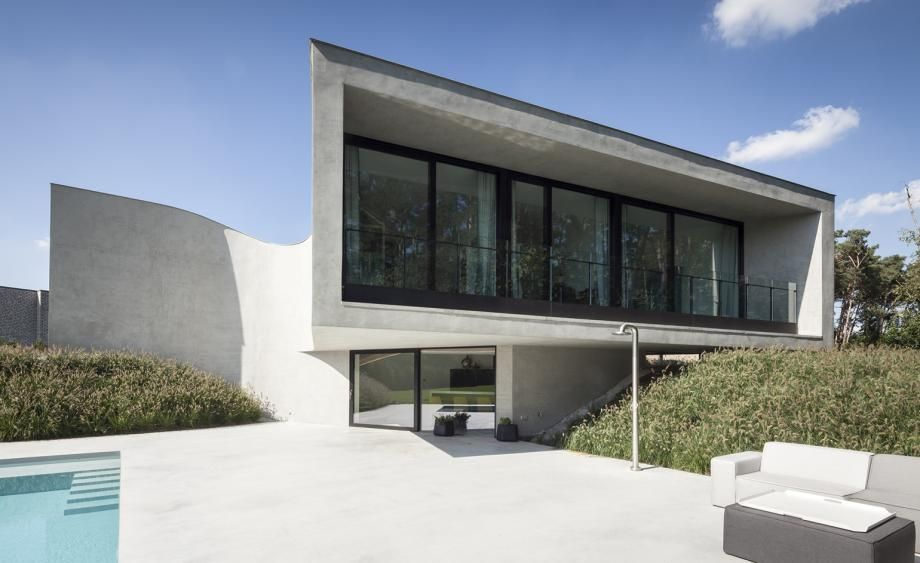 Concrete curves this freeflowing Belgian villa goes against the grain