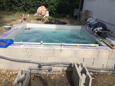 Construction du0027une petite piscine en béton équipée spa Premier test