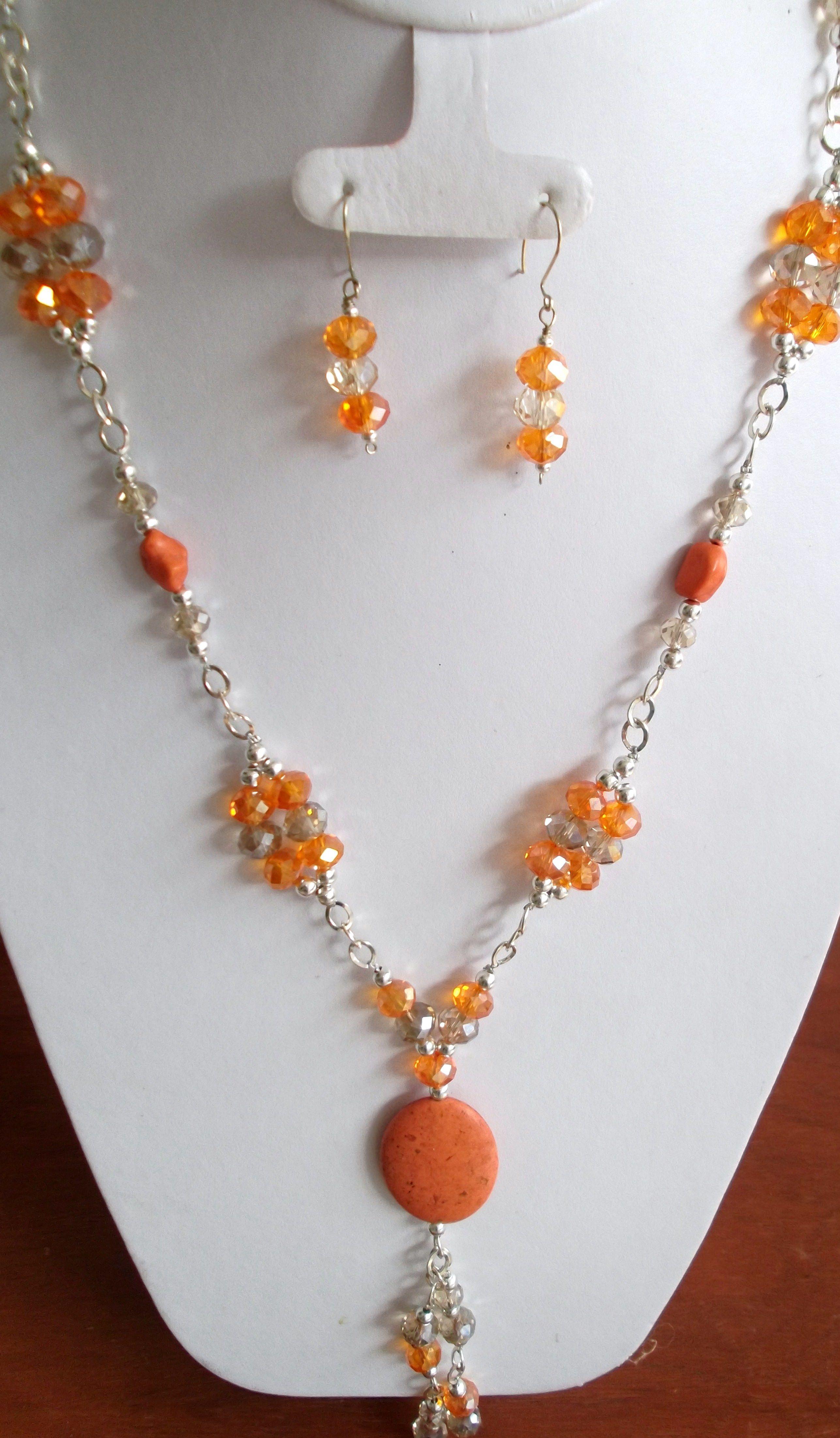 Collar anaranjado en cristal y cadena..