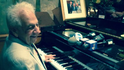 #MANHATTAN #SWD #GREEN2STAY 100-Year-Old Piano Man Honored In Manhattan  August 7, 2015 4:19 PM