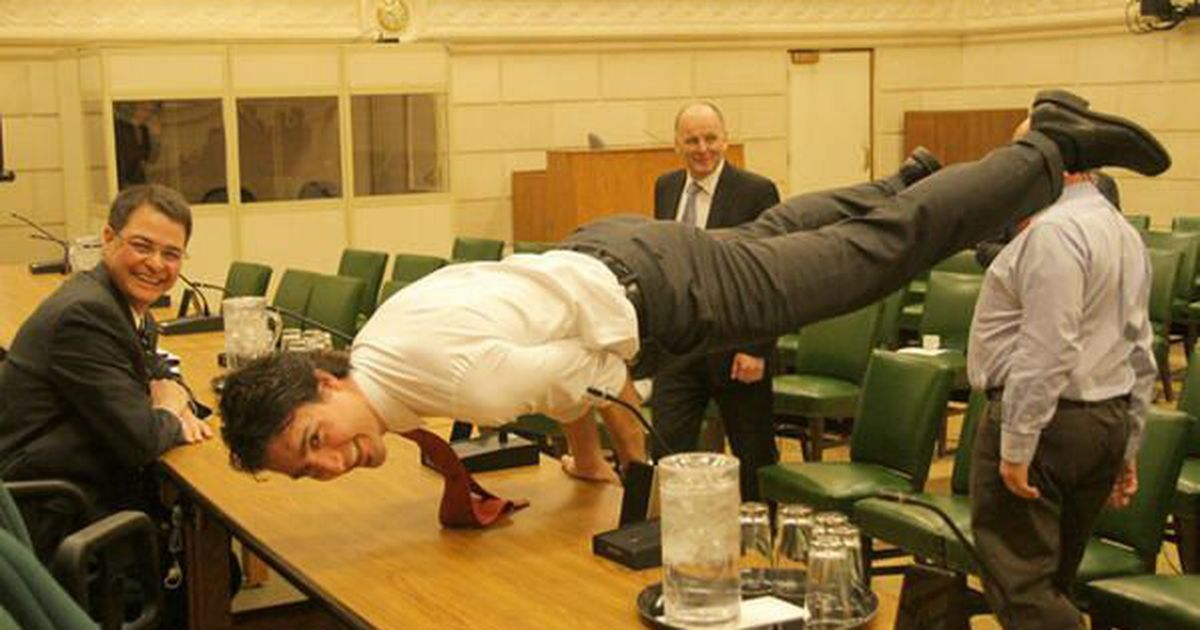 Justin Trudeau S Impressive Core Strength Will Make You Say Namaste Justin Trudeau Hot Justin Trudeau How To Do Yoga