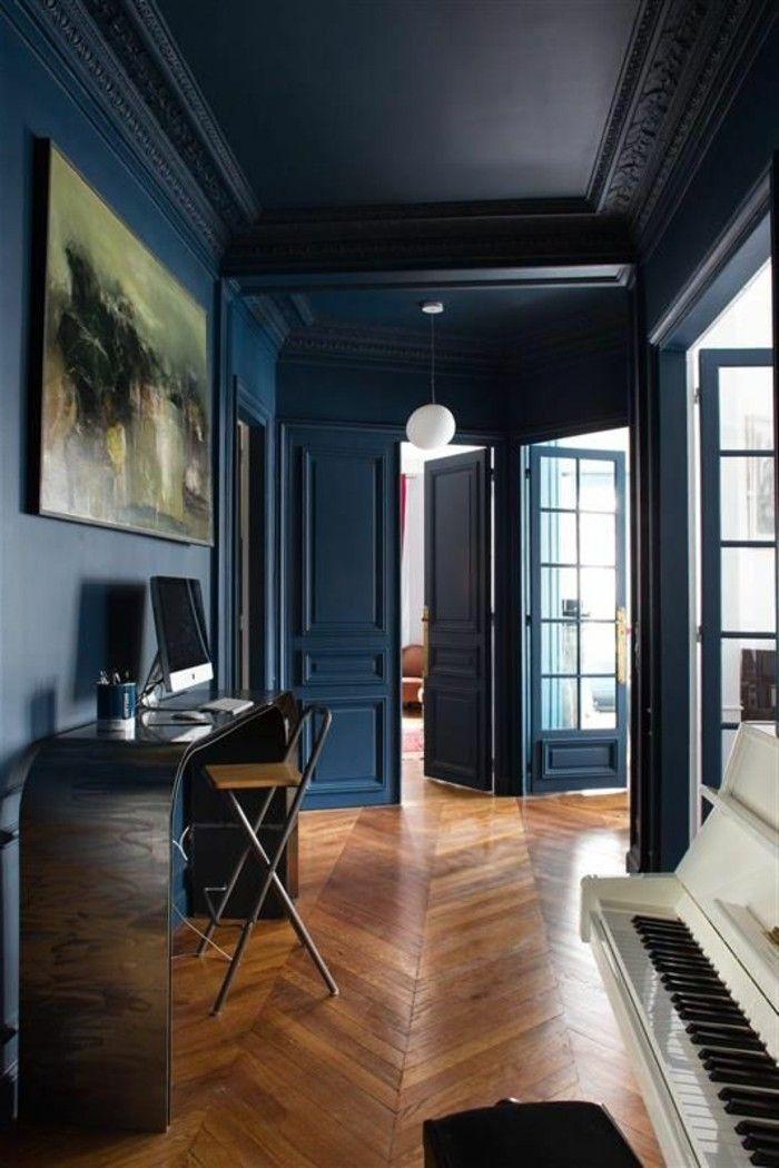 Décorer Son Appartement, Piano Et Sol En Parquet, Murs En Bleu Foncé, Astus