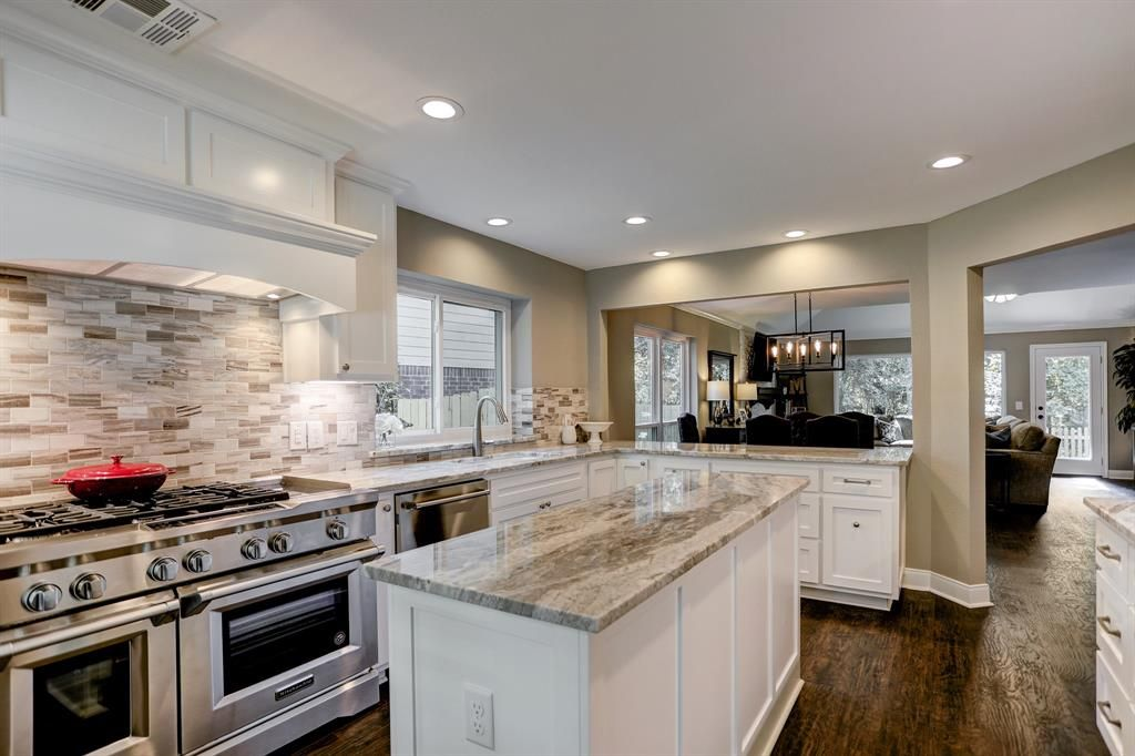 33 W Tallowberry Drive, The Woodlands, TX 77381: Photo ...