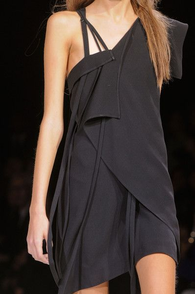 Yohji Yamamoto Spring 2013 (I do not have the body type to wear such a thing, but I love it)