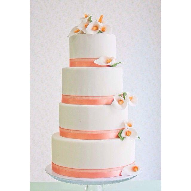 Tarta de boda de A&R bizcochos de vainilla con crema de dulce de leche y bizcochos red velvet con crema de queso #platitosdeazucar #cake #tarta #pastel #weddingcake #tartaboda #pastelboda #tartafondant #weddingbarcelona #wedding #boda