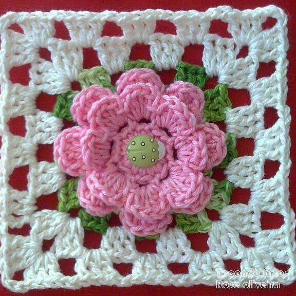 Squares Que Fiz Alguns Anos Atras Nao Tenho Grafico Inventei Depois Que Fiz A Flor Ai Sur Crochet Crafts Crochet Flower Patterns Crochet Square Patterns