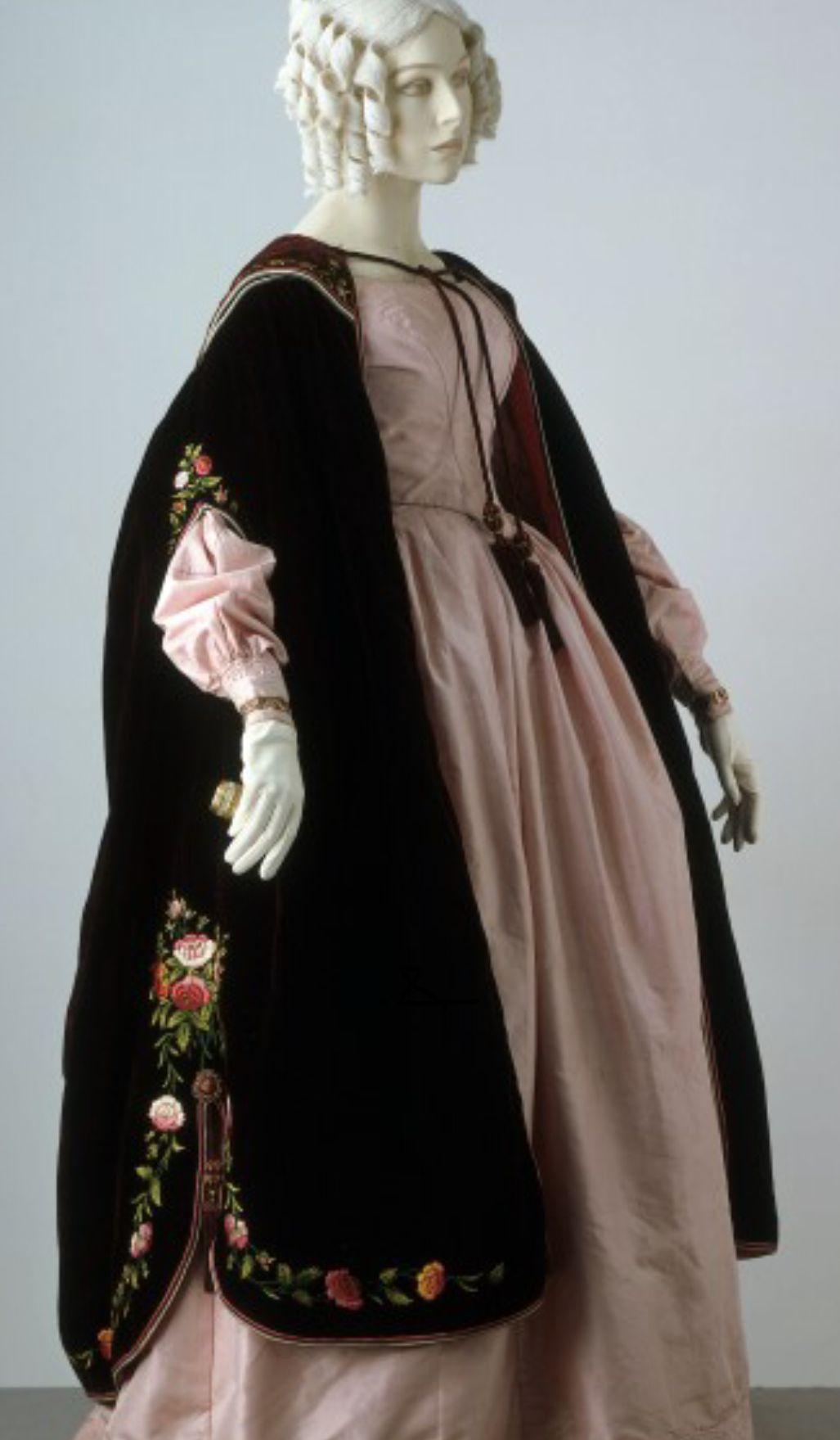 Pin by regina gschladt on coats jackets inspiration - Viktorianische mobel ...