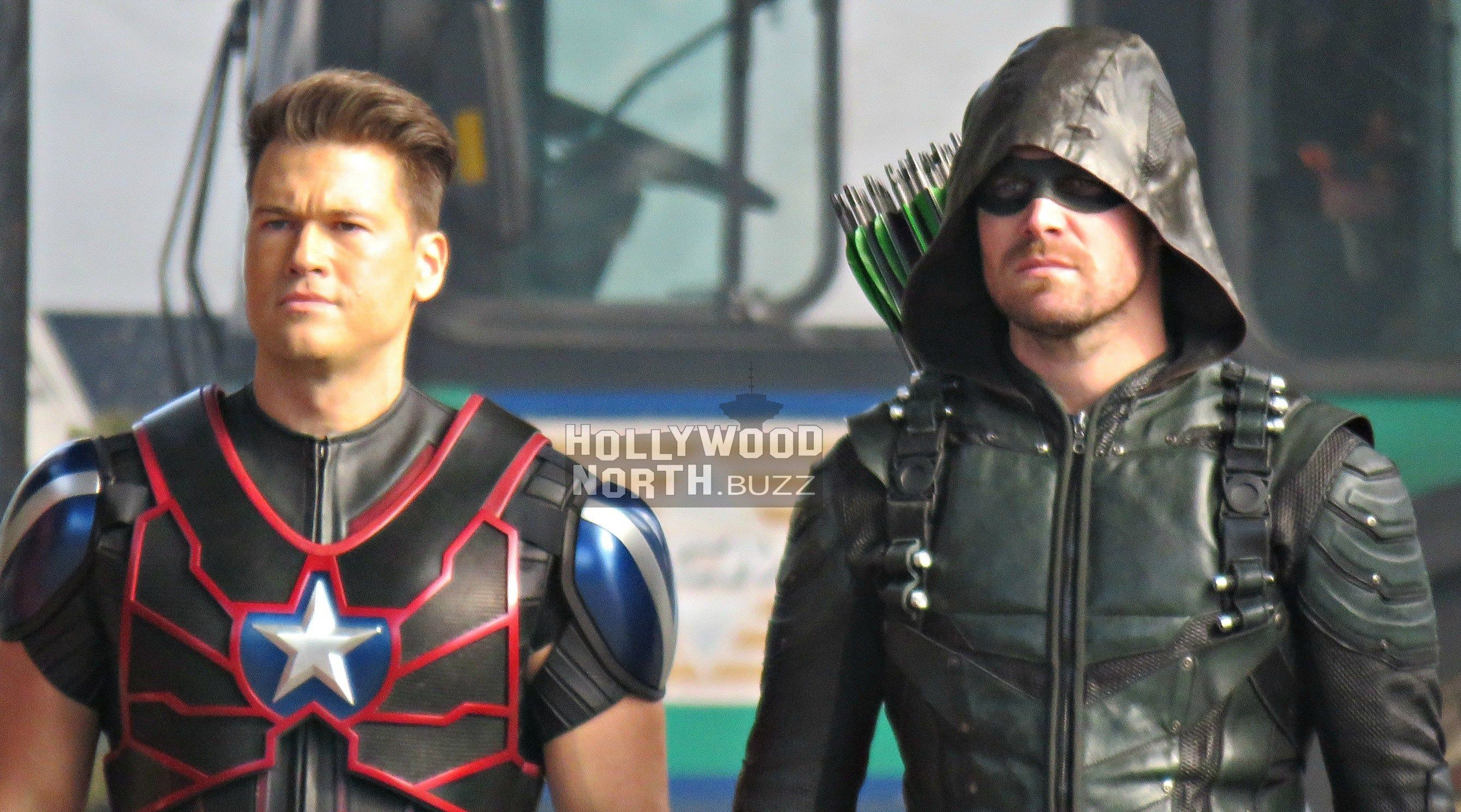 Dc Crossover Dc Mashup With Dozen Heroes From Arrow The Flash