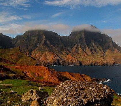 Topografía accidentada de la isla. Robinson Crusoe, V región, Chile