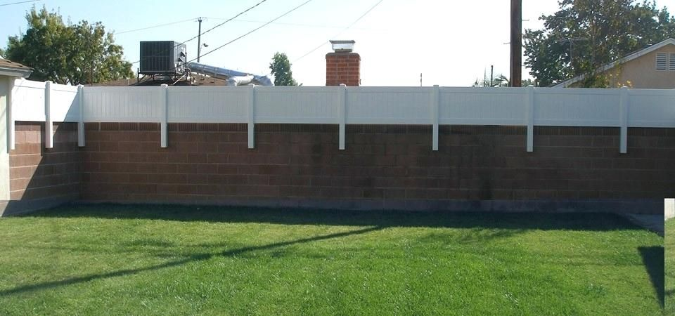 Image Result For Ideas For Vinyl Fencing On Top Of Cinderblock Walls Fence Design Backyard Backyard Privacy
