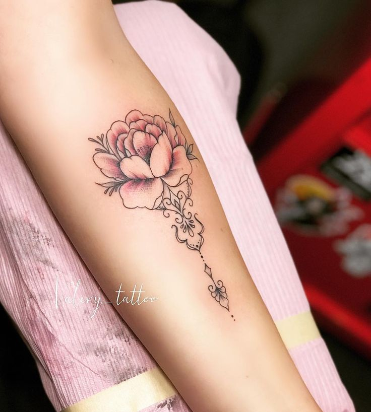 Small delicate tattoo for a charming customer ?