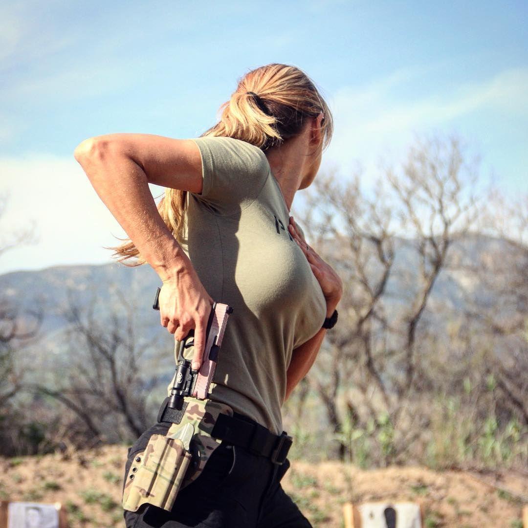 Фото девушка сексуальная охотница снайпер