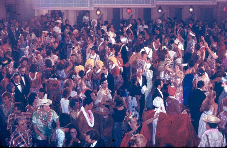 Baile de carnaval do Teatro Municipal em 1971. | Carnaval ...
