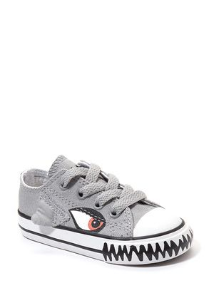 baby converse shark shoes...and Brantly and Bruin need these ...