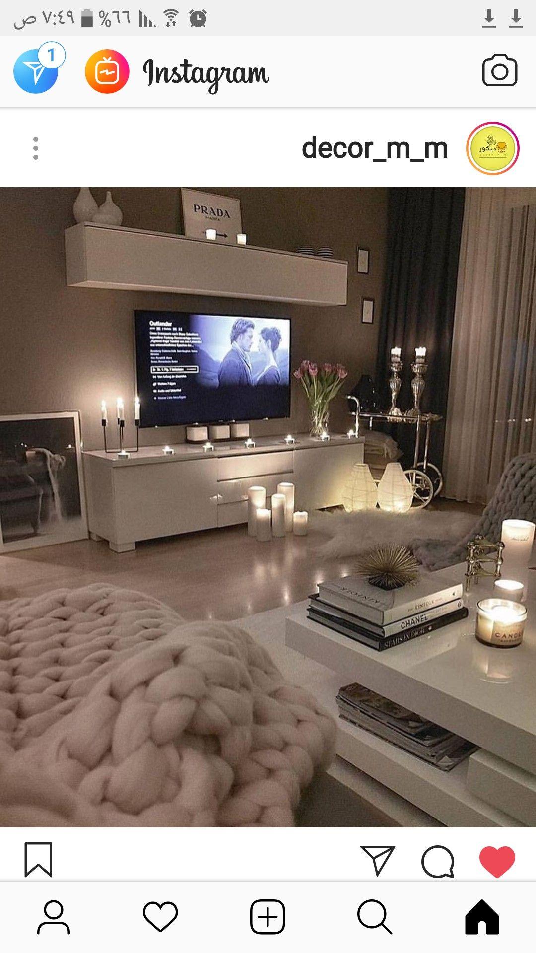 جدار رمادي مكتبة بيضاء باركيه فاتح اصفر Small Bedroom Decor Living Room Designs Modern Furniture Living Room